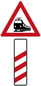 Level crossing with three-strip beacon