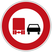 Overtaking prohibited for vehicles over 3.5 tons